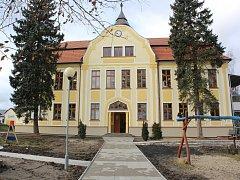 Česká Lípa otevřela moderní školku v Dolní Libchavě. Třídy jsou připravené i pro nejmenší děti.