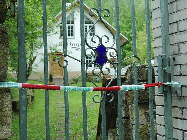Policie vyřešila po 14 dnech případ brutálně umlácené sedmapadesátileté ženy z České Lípy. Po předchozím konfliktu ji zabil pětatřicetiletý muž, v minulosti už odsouzený za vraždu.