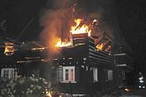 Požár roubenky v Zahrádkách.