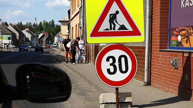V Mimoni se budují dvě okružní křižovatky, jedna na Kozinově náměstí a druhá na Náměstí ČSLA.