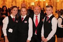 Studenti hotelnictví z českolipské Euroškoly obsluhovali hosty na Hradě.
