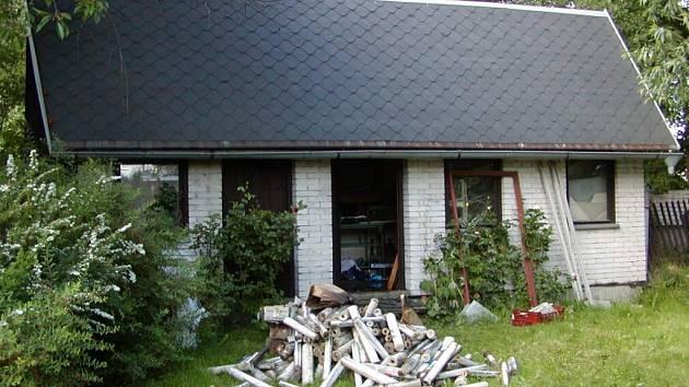 Zahradní domek někdo zapálil úmyslně.