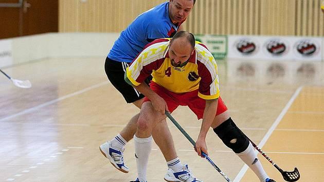 O putovní pohár hráli v sobotu příslušníci sborů Integrovaného záchranného systému v nové sportovní hale v České Lípě.