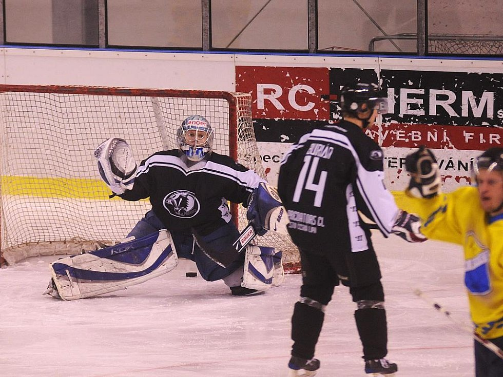 Hokejisté HC Roudnice rozstříleli v utkání 31. kola II. ligy skupiny západ českolipské Predátory 10:2.