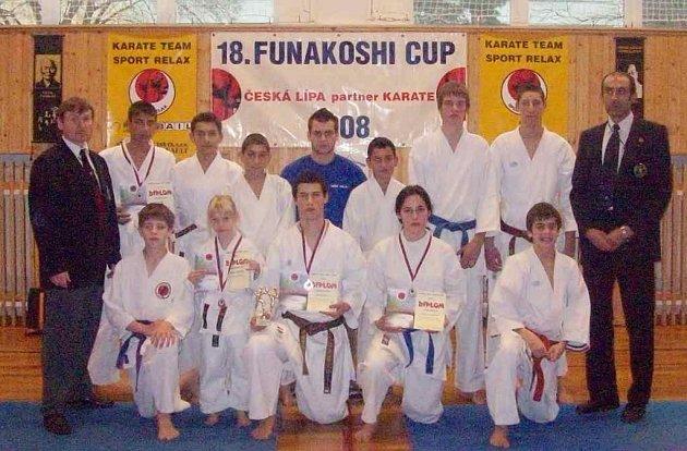 Trenéři Milan Kristl (vpravo) a Josef Polák se svými svěřenci.