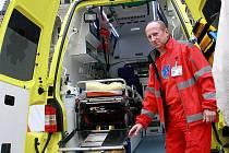 V nových barvách jsou sanitní vozy Zdravotnické záchranné služby Libereckého kraje. Jedna z nich bude jezdit i na Českolipsku.