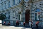 Odsouzení z Věznice Stráž pod Ralskem uklízejí města v okolí.