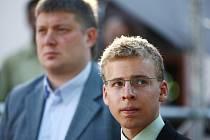 Alexej Širov (vlevo) a Viktor Láznička svedou spolu několik šachových partií