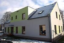 Budovy domova pro zdravotně postižené jsou ve Cvikově citlivě zakomponovány do svého okolí.
