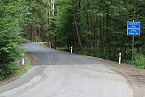 Stavebníci dokončili další část rekonstrukce silnice od hranice Libereckého kraje k Doksům a Máchovu jezeru.
