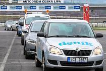 Sosnovský autodrom důkladně prověřil kvality redaktora i služebního vozidla Deníku.