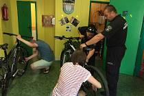 Strážníci v České Lípě budou i letos označovat jízdní kola speciální technikou, a to syntetickou DNA s unikátním kódem.