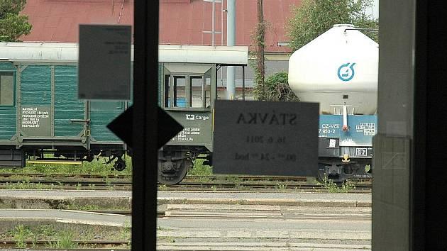 Vlakové nádraží v České Lípě se vylidnilo.