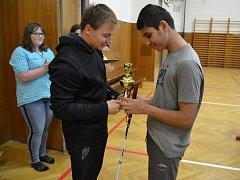 Pro Davida uspořádali učitelé a spolužáci turnaj.