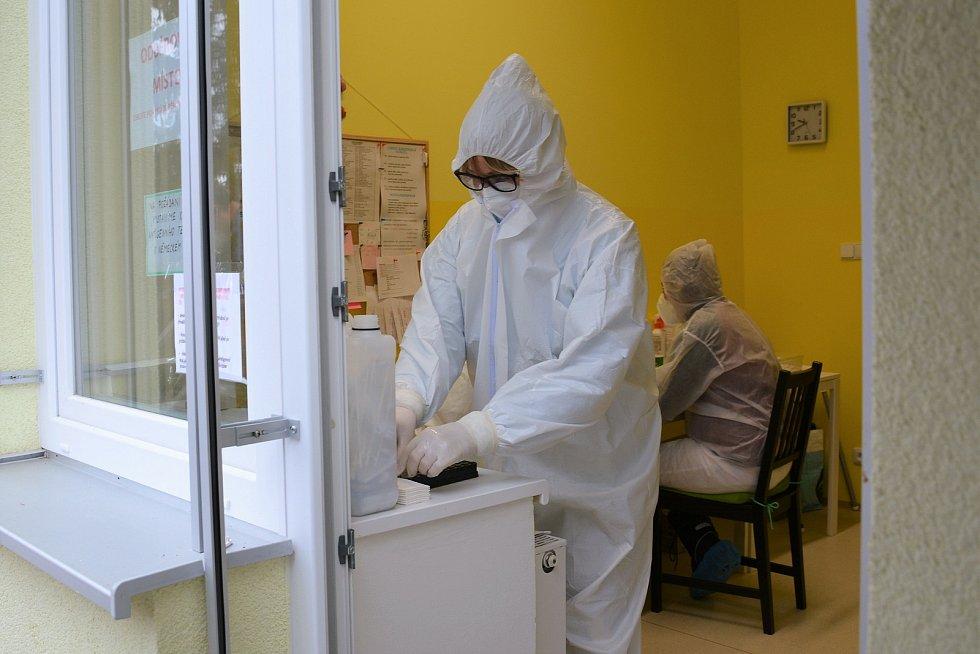 S testováním pomáhá lidem i firmám dětská léčebna ve Cvikově.
