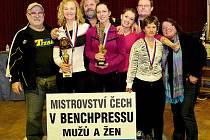 Tři zlaté a jednu stříbrnou medaili si z mistrovství Čech v benchpressu přivezla výprava SK Olymp fitness Nový Bor.