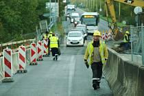 Od 13. října projíždí automobilová doprava po hlavním tahu I/9 v České Lípě po dokončené části nově budovaného mostu. Stále se jezdí kyvadlově.