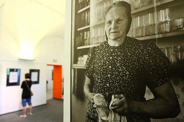 Fotografie Mačije Bulanka budou včeskolipském muzeu kvidění do 20.června.