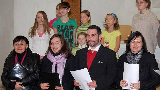 Klub U bílého králíka recitoval verše Ivana Martina Jirouse.