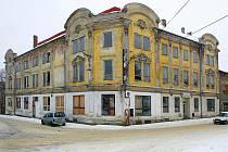 Z dominanty města, která je v katastrofálním stavu, se po ukončení rekonstrukce stane opět společenské centrum Cvikova.