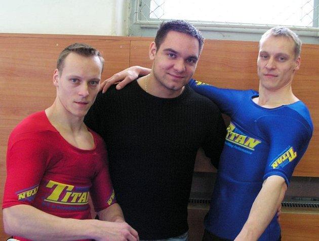 Zleva stojí Jan Pianka, Vít Šarbot a Daniel Pianka.