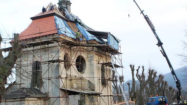 Ke 280. výročí od položení základního kamene dostane Kaple sv. Jana Nepomuckého ve Sloupu v Čechách novou střechu.