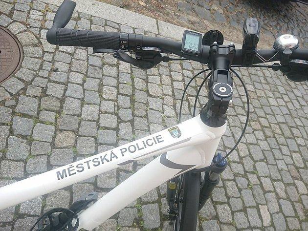 Městská policie Česká Lípa nově disponuje dvěma novými koly, které budou strážníci využívat při své činnosti.