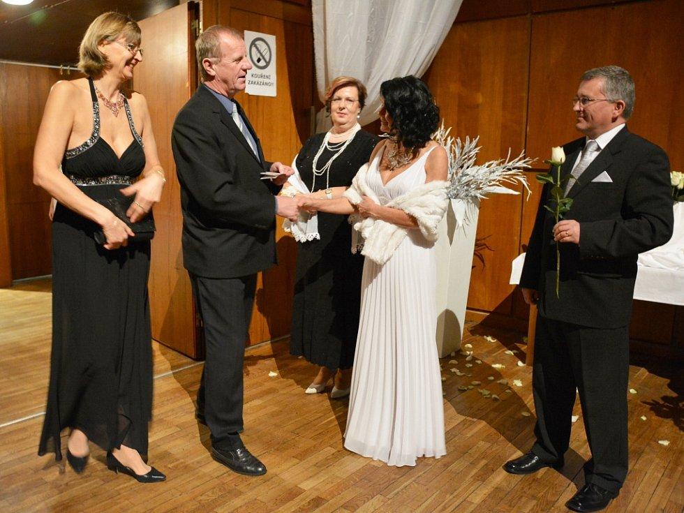 Česká Lípa měla v pátek svůj ples. V bílém.
