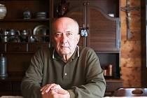 Jiří Palach žije v Kamenickém Šenově od roku 1966, pocházela odtud jeho žena (zemřela v roce 2003).
