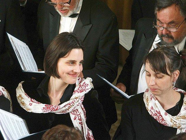 Na společném koncertu vystoupily v sobotu 14. května v kostele 14 sv. pomocníků v Krompachu pěvecký Městský sbor ze Žitavy vedený sbormistrem Mathiasem Böhme a Pěvecký sbor ČVUT Praha pod taktovkou sbormistra Jana Steyera.
