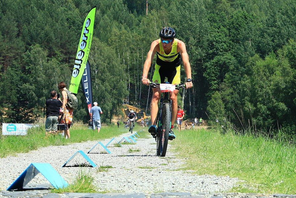 První triatlon pod značkou XTERRA po koronavirové pauze v Kunraticích u Cvikova.