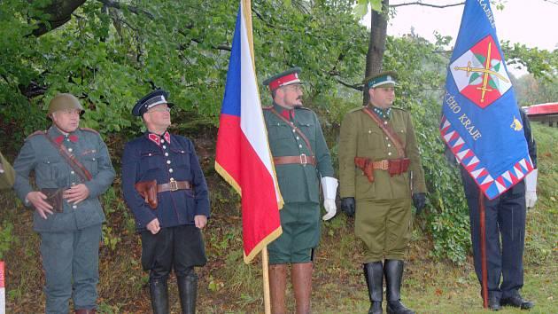 Ani liják, vítr a chladné počasí neodradilo nadšence zúčastnit se na Luži i pod ní vzpomínkové slavnosti k uctění obránců československých hranic v pohnutém roce 1938.