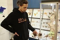 Během příprav nových exemplářů jsme zastihli zoologa z oddělení bezobratlých Lukáše Blažeje.