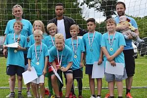 Překvapením byla účast fotbalisty klubu Slovan Liberec Djiky Douglase, který přijel, aby všem fotbalovým hráčům klubu předal medaile.