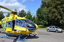 Dvakrát během víkendu musel přistávat vrtulník záchranářů v Hamru na Jezeře. V sobotu se tu po pádu ze skály zranil třináctiletý chlapec, v pátek se poranila dívka v lanovém centru.