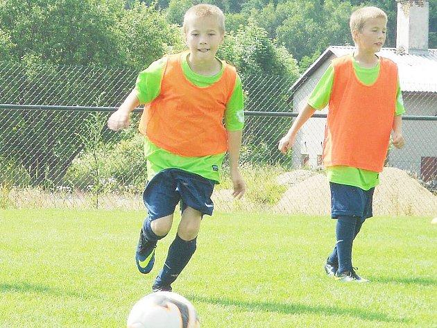 S Fotbalovým kempem mládeže (FKM), jehož třetí ročník probíhal ve sportovně rekreačním areálu v Heřmanicích v Podještědí, se v úterý rozloučili mladí hráči z různých koutů republiky.