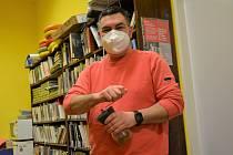 Městská knihovna Cvikov, ředitel Tomáš Vlček. Fungování knihovny v době nouzového stavu a pandemie.