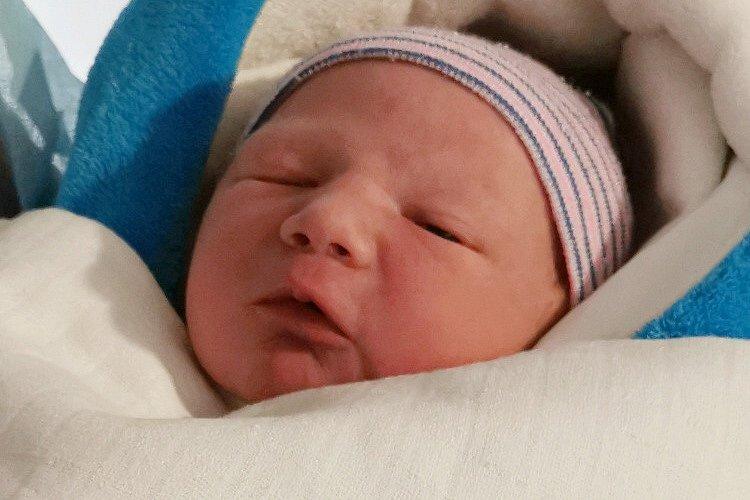 Rodičům Michaele a Radkovi Polákovým ze Stráže pod Ralskem se v liberecké porodnici ve středu 8. července ve 14:15 hodin narodil syn Viktor Polák. Měřil 50 cm a vážil 3,36 kg.