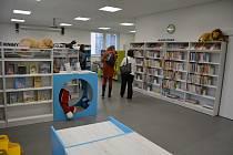Česká Lípa otevřela na sídlišti Špičák opravené komunitní centrum s knihovnou.