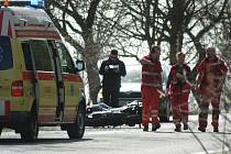 U Chlumu zemřel po nárazu do stromu motocyklista.