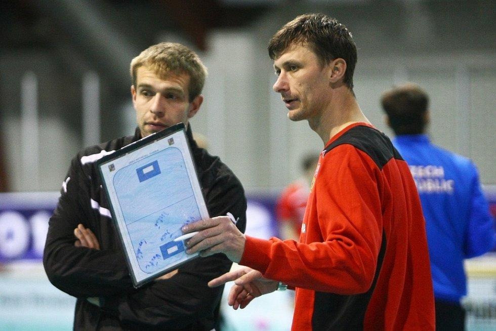 Hřiště ve středu otestoval český národní tým.