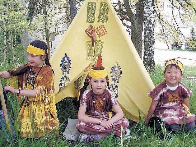 Indiáni z Pobytového a integračního střediska pro uprchlíky.