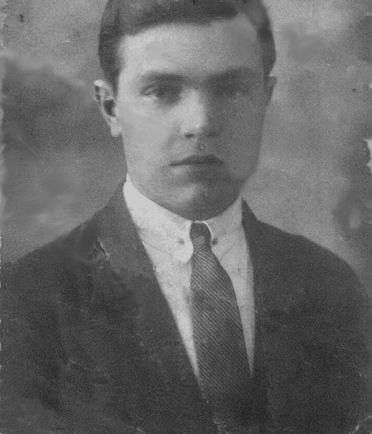 Předválečná podoba  Achljustina Ilji Stěpanoviče zarchivů Paměti národa.