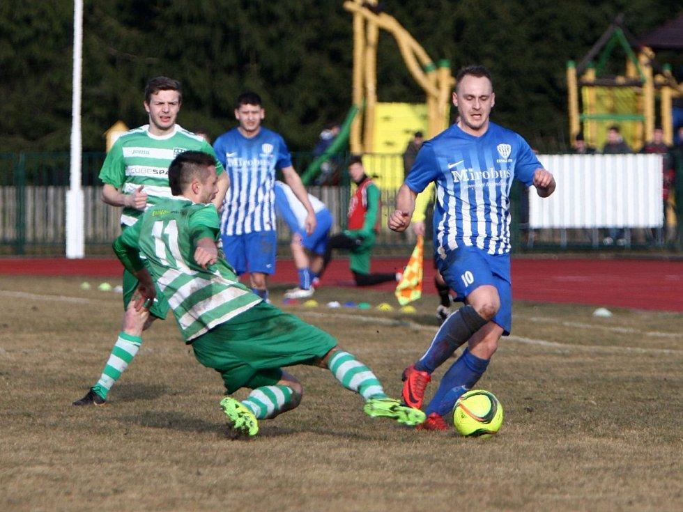 Pět stovek diváků přišlo na fotbalový stadion v České Lípě, aby vidělo zaslouženou výhru domácího Arsenalu nad Novým Borem, který odjel s těsnou porážkou 0:1.