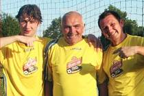 Ladislav Gregor (uprostřed), fotbalista klubu TJ Okna.
