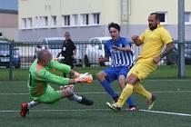 Rezerva českolipského Arsenalu (modré dresy) doma porazila Stružnici 4:0.