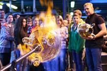 Chtějí zaujmout mladé lidi pro sklářské řemeslo. Takový nesnadný úkol si daly novoborská sklářská škola a firma Lasvit, uzavřely partnerství, které přinese vzájemnou pomoc.