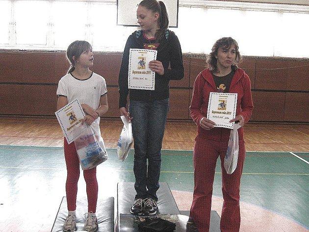 V atletickém seriálu Českolipský Superman se nejlépe dařilo dívkám: 1. Reicheltová Ivana, 2. Ješetová Monika, 3. Myslíková Jitka.