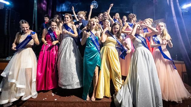 Sezonu maturitních plesů odstartovali studenti 4. B Gymnázia Česká Lípa.