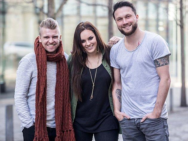 Zpěvačku Ewu Farnou a skupiny Support Lesbiens a Nebe svede dohromady koncertní šňůra snázvem On Stage Tour, která startuje už vpátek vČeské Lípě.